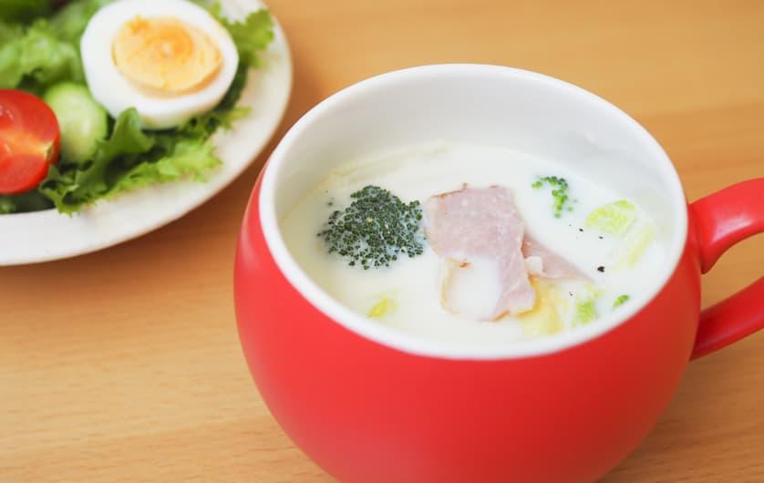 白菜とショルダーベーコンのミルクスープ コンソメ風味