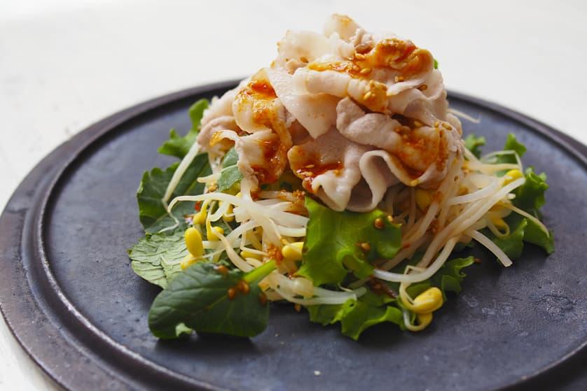 韓国風豚バラしゃぶしゃぶ肉の満腹サラダ